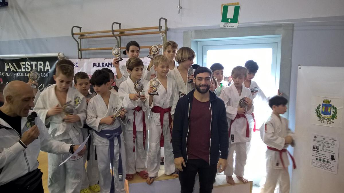 Squadra dei fanciulli vincitrice del XXXIV° trofeo città di Somma Lombardo con Marconcini. Novembre 2016
